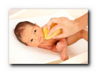 как правильно купать младенца
