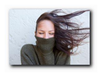ветер растрепал волосы