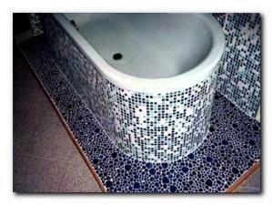 уложить мозаичную плитку
