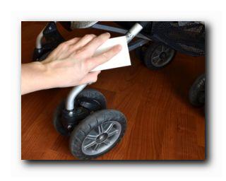 как почистить детскую коляску